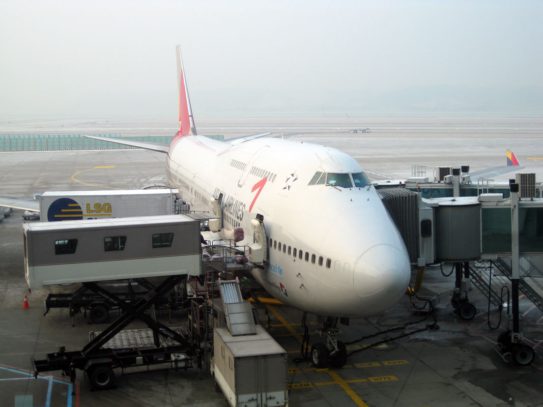 Un-pequenito-avion-para-volar-a-Hong-Kong-Asiana-Airline.jpg