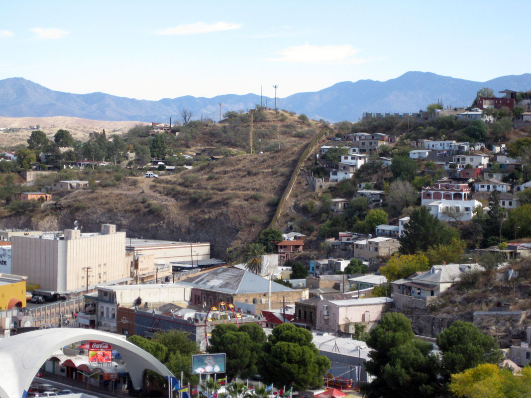 City-of-Nogales-Barda-Fronteriza-USA-MEXICO.jpg